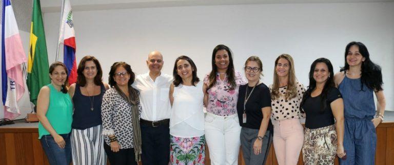 Con autoridades de la Secretaría de Educación de la Prefectura de Guarapari y de la UFES